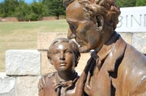 Statue of President Lincoln and his son Tad